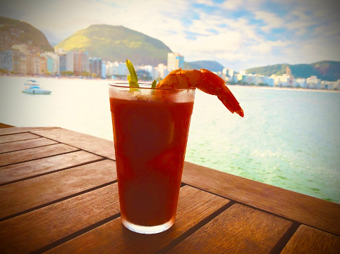 Bloody Mary adi fronte a Copacabana beach