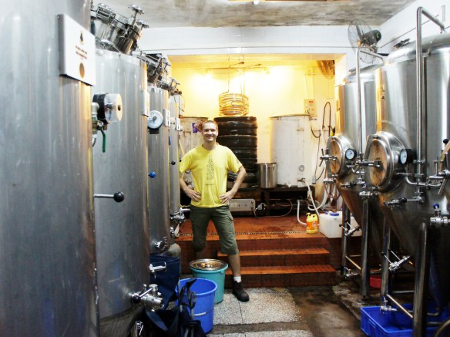 Dmitrii Gribov all'interno del birrificio BionicBrew